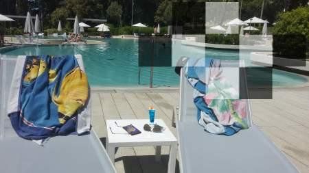 Der neue Sommer-Spieltisch - am Pool.